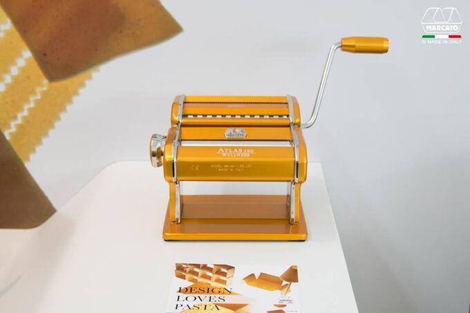 Marcato ATLAS150 DESIGN ΑΛΟΥΜΙΝΙΟ Ανοδιωμένο Βαμμένο Μηχανή Φύλλου & Ζυμαρικών 20x20x15.5cm Διαιρούμενη MAX Πλάτος Ζύμης 15cm Βάρος 1.68kg Κίτρινο Ιταλίας