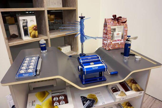 Marcato Φόρμα Design 10 θέσεων Μπλε για Ζυμαρικά Ravioli 34x12.5x2cm και Πλάστης