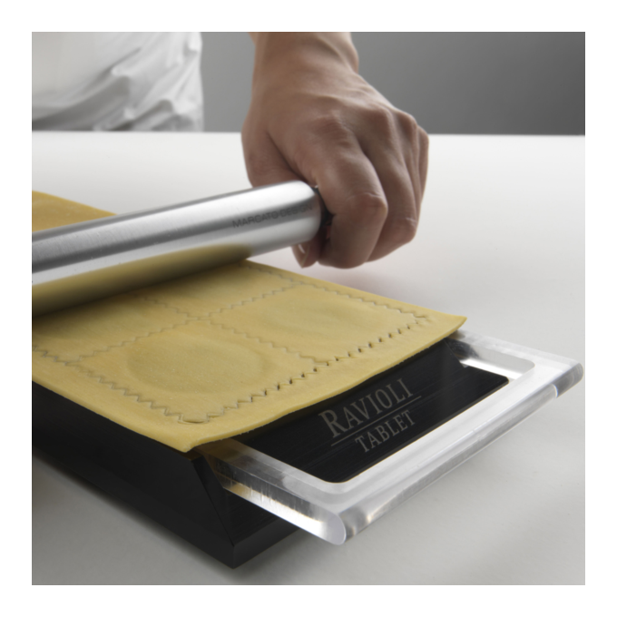 Marcato Φόρμα Design 10 θέσεων Ροζ για Ζυμαρικά Ravioli 34x12.5x2cm και Πλάστης