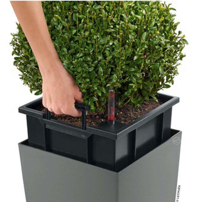 Η γλάστρα Cubico 40 Premium αποτελεί εξαιρετική διακοσμητική επιλογή για προσωπική χρήση (κήπος, βεράντα) ή και επαγγελματική χρήση (χώροι εκδηλώσεων, μαγαζιά εστίασης, ξενοδοχεία) κ.α συνδυάζοντας αρμονικά υψηλή αισθητική, κομψό λαμπερό design, επιβλητικό μέγεθος και λειτουργικότητα..