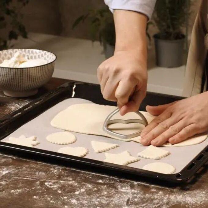 Marcato Σφραγίδα-Κόφτης Αλουμινίου για Ζύμες και Ζυμαρικά Ravioli με Ξύλινη Λαβή Design Καρδιά 80mm